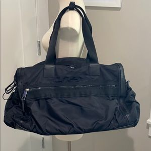 Lululemon Gym/Travel Duffle Bag Black Excellent